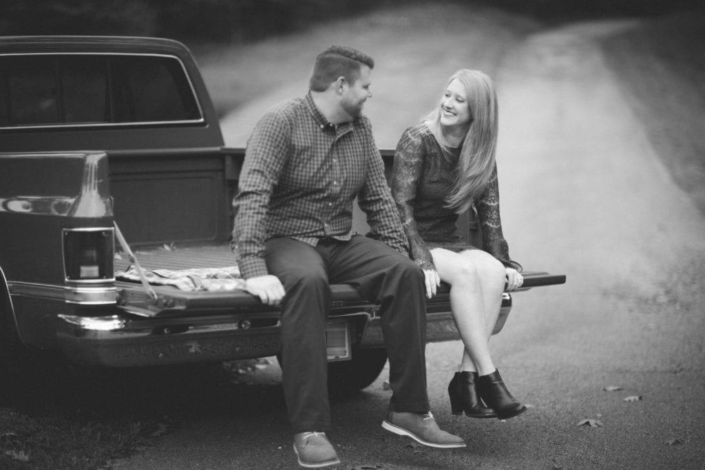 Engagement_RachaelIcePhotography_truckbed